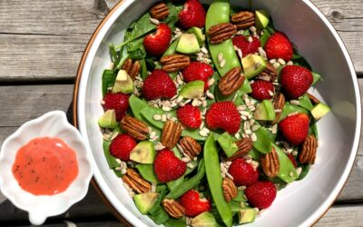 Spinach and Strawberry Salad with Creamy Strawberry Poppyseed Dressing